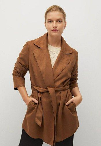 CLARA - Short coat - bruin