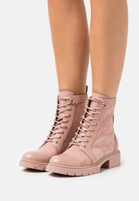 Coach - LANA BOOTIE - Lace-up ankle boots - dusty rose - 0
