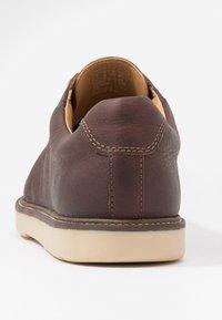Clarks - GRANDIN PLAIN - Stringate sportive - brown - 3