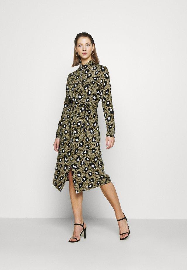 VIKARLA SHIRT DRESS - Blousejurk - butternut
