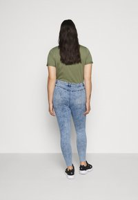 Missguided Plus - BUTTON FRONT LAWLESS - Jeans Skinny Fit - acid wash - 2