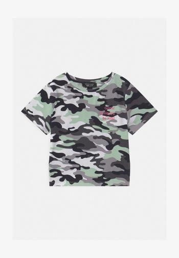 CAMO LATTICE SIDE - Print T-shirt - khaki