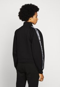 KARL LAGERFELD - DOUBLE CROPPED - Sweatshirt - black - 2