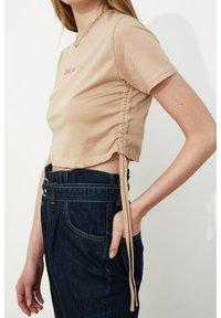 Trendyol - Print T-shirt - brown - 6