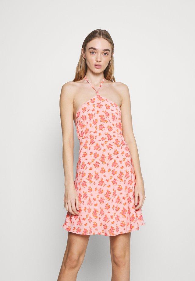 MAMBO DRESS - Korte jurk - pink posey