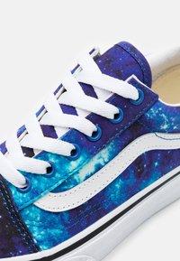 Vans - OLD SKOOL EXCLUSIVE - Tenisky - multicolor/nebulas blue/true white - 5