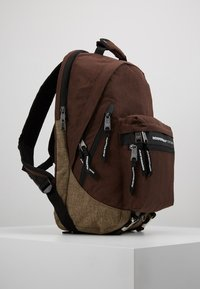 Indispensable - FUSION BACKPACK - Sac à dos - brown - 3
