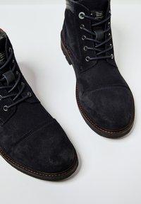 Pepe Jeans - PORTER  - Šněrovací kotníkové boty - azul marino - 5