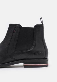 Tommy Hilfiger - SIGNATURE CHELSEA - Classic ankle boots - black - 5