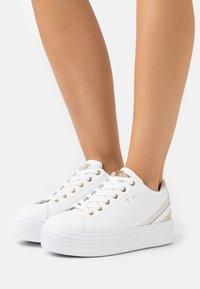 Tata Italia - GRACE - Sneakers basse - white/gold - 0