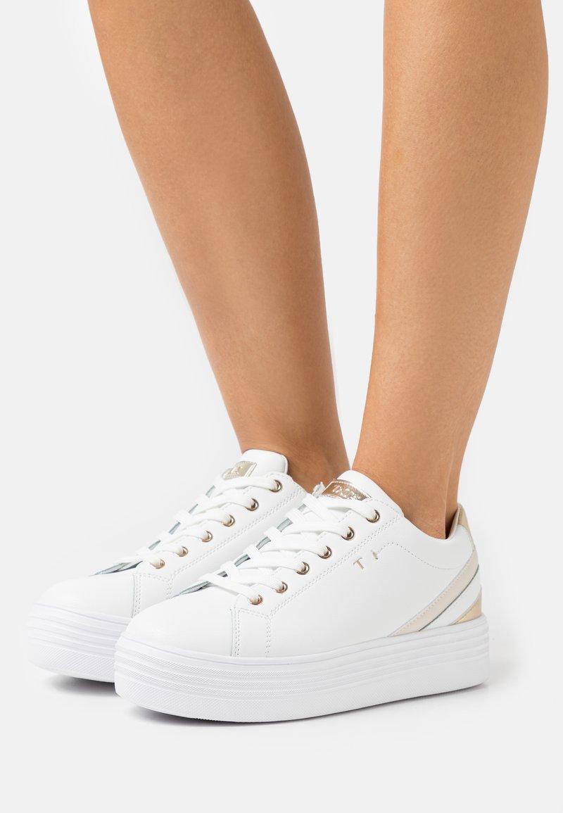 Tata Italia - GRACE - Sneakers basse - white/gold