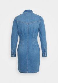 New Look - RONDA DART DRESS - Robe en jean - mid blue - 1
