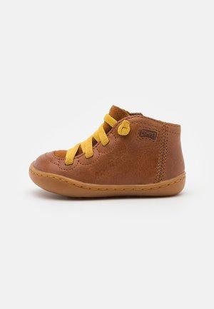 PEU CAMI - Baby shoes - braun