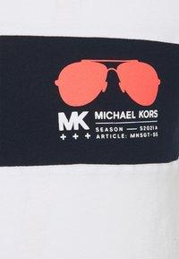 Michael Kors - SPORT AVIATOR TEE - Triko spotiskem - white - 2
