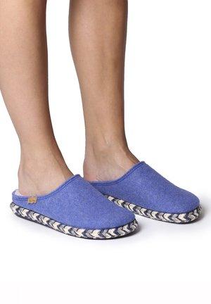 MIRI-FP - Slippers - texa