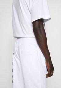 Versace Jeans Couture - BIG LOGO JOGGERS - Trainingsbroek - white - 5