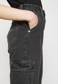 Tommy Jeans - MOM - Jeans relaxed fit - denim black - 3