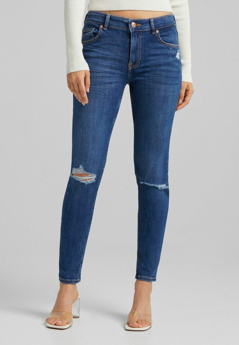 Bershka - PUSH UP - Jeans Skinny Fit - blue