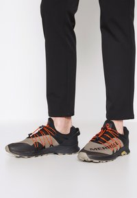 Merrell - LONG SKY SEWN - Scarpe da trail running - black/brindle - 0