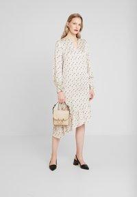 Levete Room - HANNA - Denní šaty - cement - 1