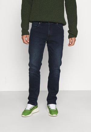 GREENSBORO - Straight leg jeans - bunk blue