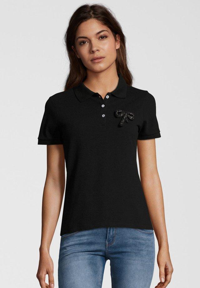 MIT BROSCHE - Polo shirt - black