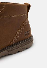 Cat Footwear - TREY - Šněrovací kotníkové boty - dark beige - 5