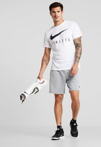 Nike Performance - DRY TEE ATHLETE - Print T-shirt - white/black - 1