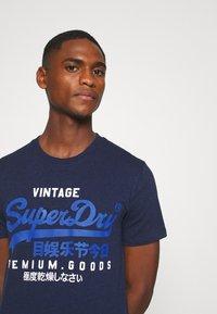 Superdry - TEE - Print T-shirt - midnight blue grit - 4