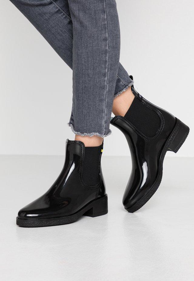 LINDSEY - Stivali di gomma - black