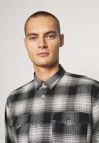Jack & Jones - JCOOTTOWA WORKER - Skjorta - black - 3
