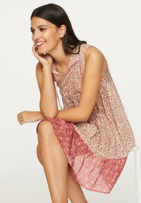 OYSHO - PINK INDIAN FLORAL COTTON NIGHTDRESS - Day dress - coral - 3