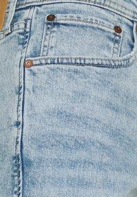 Jack & Jones - JJIRICK JJORIGINAL CUT OFF - Denim shorts - blue denim - 2