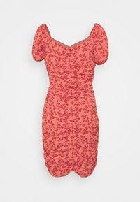 VILA PETITE - VIPHILLA RUCHED DRESS - Shift dress - barberry - 1