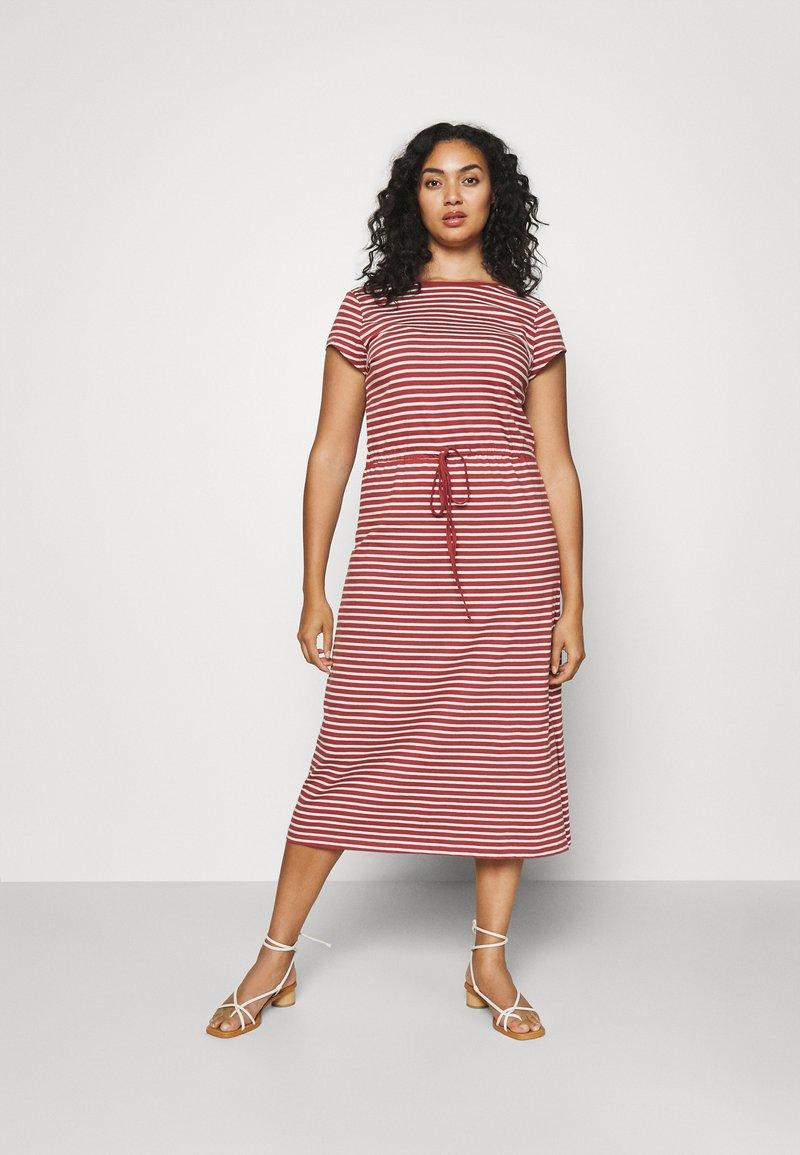 ONLY Carmakoma - CARAPRIL LIFE STRING DRESS - Vestido ligero - apple butter/cloud