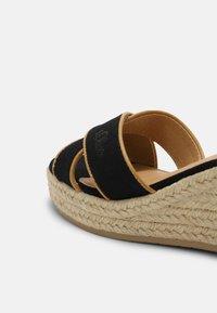 s.Oliver - Platform sandals - black - 5