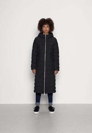 SEAMLESS PADDED MAXI COAT - Cappotto classico - black