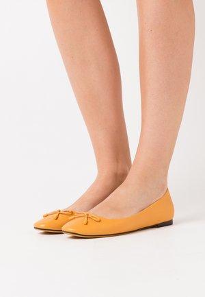 Ballerina - mustard