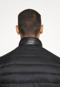Calvin Klein - LIGHT WEIGHT SIDE LOGO JACKET - Kurtka przejściowa - black - 4
