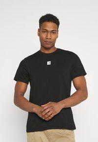 The North Face - CENTRAL LOGO  - T-shirt imprimé - black - 0