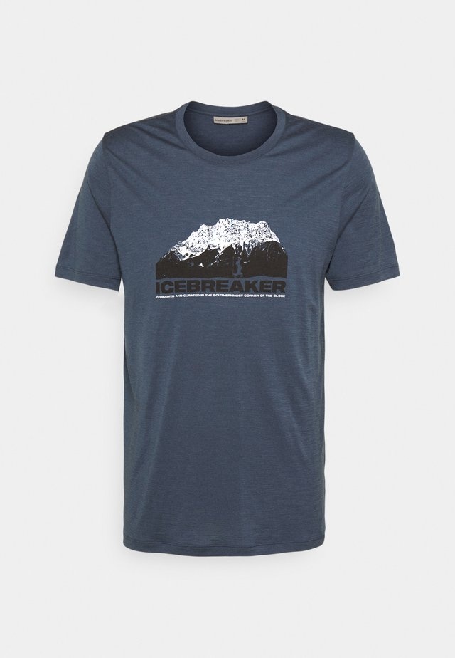 TECH LITE CREWE MOUNTAIN - T-shirts med print - serene blue