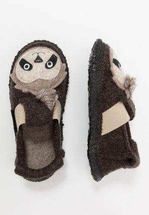 SHAGGY SLOTH - Domácí obuv - braun
