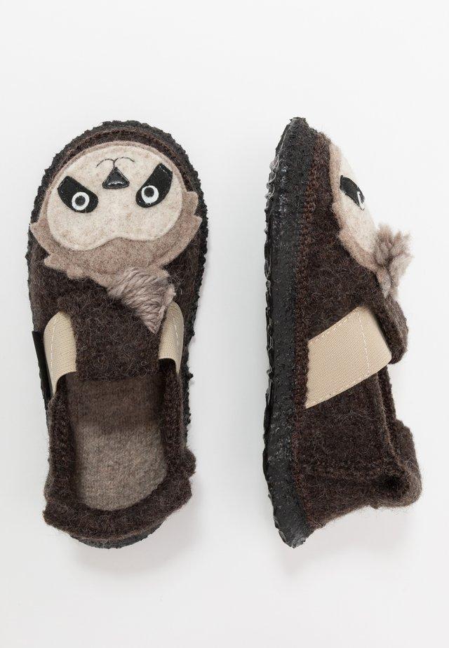 SHAGGY SLOTH - Pantofole - braun
