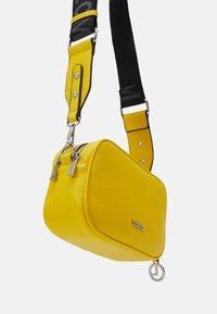 L.CREDI - FELICITAS FARHILDE - Across body bag - yellow - 2