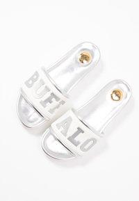 Buffalo - EDONA - Pantofle na podpatku - silver - 7