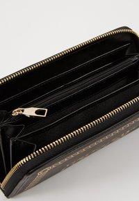 Versace Jeans Couture - PRINT WALLET - Plånbok - black - 5