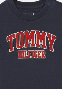 Tommy Hilfiger - UNISEX - Print T-shirt - blue - 2