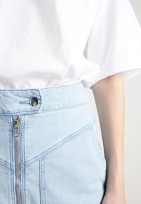 Tezenis - HOHEM BUND UND REISSVERSCHLUSS - Denim skirt - light jeans - 3