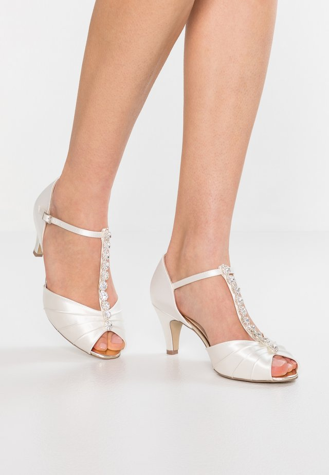 BECCY WIDE FIT - Bridal shoes - ivory