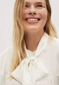 Violeta by Mango - LINDA - Button-down blouse - gebroken wit - 4